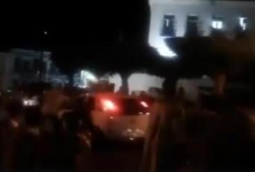 Carro avança sobre fiéis durante procissão em Cachoeira | Reprodução l Voz da Bahia