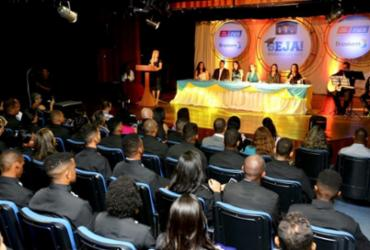 Curso de Ensino Médio Profissionalizante forma 100 jovens em Camaçari