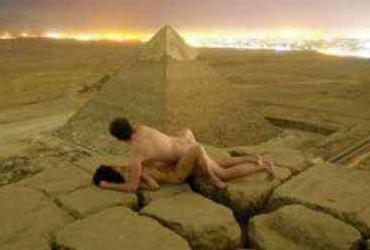 Egito vai investigar caso do vídeo de casal fazendo sexo em pirâmide | Andreas Hvid | Reprodução