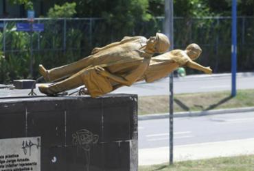 Estátua de Jorge Amado volta à praça do Imbuí   Joá Souza   Ag. A TARDE