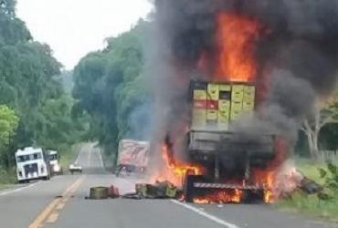Caminhão com carga de cerveja e refrigerantes pega fogo na BR-101 | Divulgação | Luiz Conceição