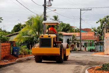 Serviços de pavimentação e tapa-buracos foram intensificados em Lauro de Freitas