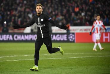 Neymar marca, PSG goleia na Sérvia e passa em 1º; Liverpool bate Napoli e avança | Franck Fife l AFP