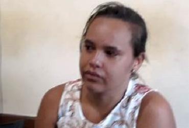Mulher é presa com metralhadoras dentro de bolsa em estacionamento | Divulgação | Acorda Cidade