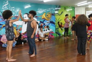 Moradores do Bairro da Paz protagonizam espetáculo no teatro SESI Rio Vermelho | Divulgação