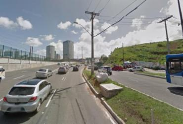 Motociclista fica ferido após acidente com carro e ônibus | Reprodução | Google Maps