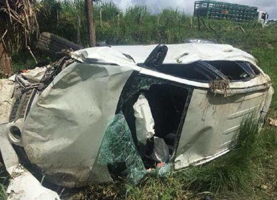 Um homem e uma mulher ficam feridos após carro capotar na BR-330 | Reprodução | Giro Ipiaú