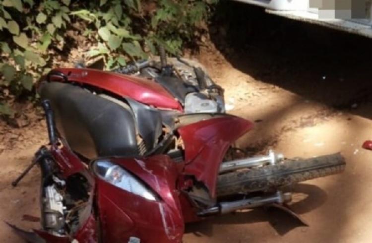 Segundo informações, a moto era conduzida por um adolescente de 15 anos que transportava uma criança de três anos e outra de 10. - Foto: Divulgação