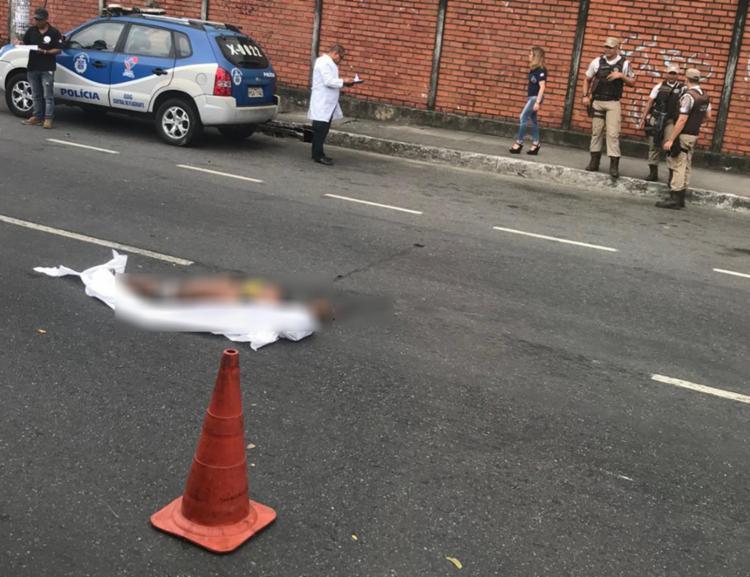 Homem morreu ao ser atropelado no bairro do Comércio - Foto: Tiago Caldas | Ag. A TARDE