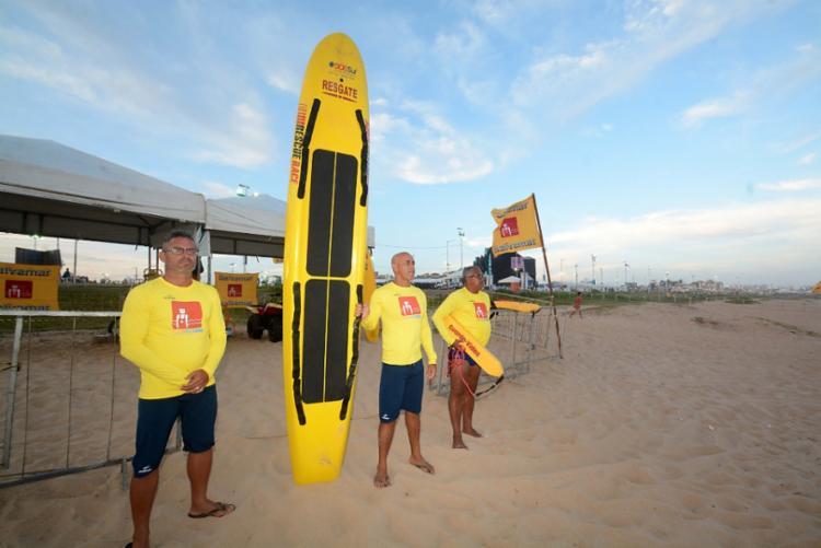 Agentes da Salvamar atenderam vítimas na orla da Boca do Rio, onde acontece no Festival - Foto: Divulgação | Secom