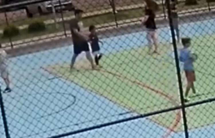 O fato aconteceu durante um jogo de futsal com outras crianças de um condomínio fechado em Brasília. - Foto: Reprodução