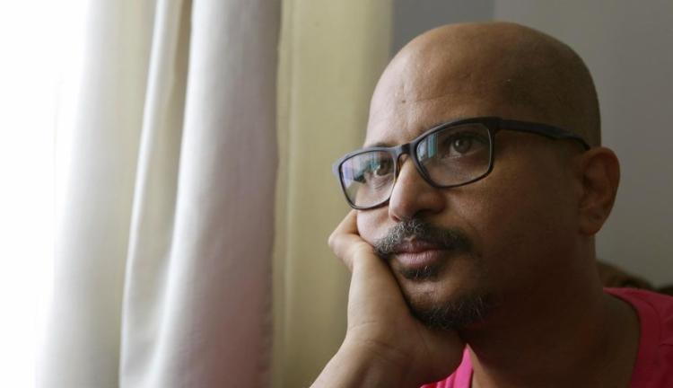 O poeta e performer Alex Simões lançou este ano seu quarto livro, Trans Formas São - Foto: Margarida Neide / Ag. A Tarde