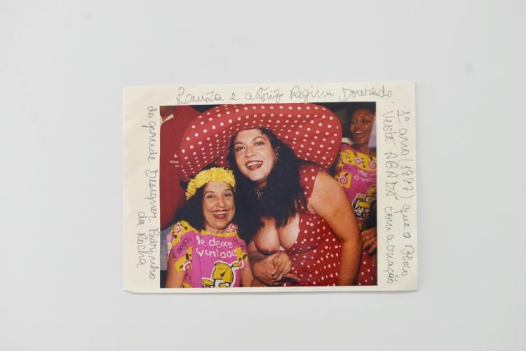 Luiza ao lado da atriz Regina Dourado no bloco Me Deixa à Vontade, em 1997