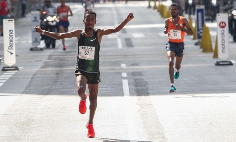Bezabeh conquistou a vitória ao arrancar na subida da Avenida Brigadeiro Luís Antônio - Foto: Michel Schincariol | AFP