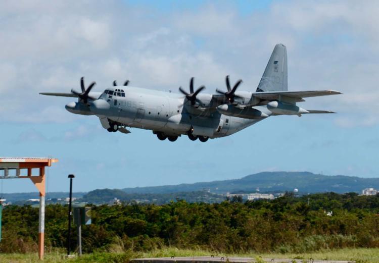 A colisão envolveu um avião de reabastecimento KC-130 e caça F/A-18 - Foto: Jiji Press | AFP