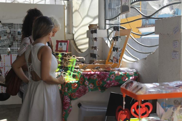 O Bazá Rozê acontece mensalmente: criatividade, alto astral e música. Foto: Mariana D'Oliveira / Divulgação