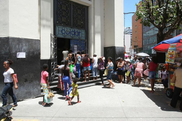 Movimento foi intenso em posto no bairro do Comércio - Foto: Luciano da Matta | Ag. A TARDE