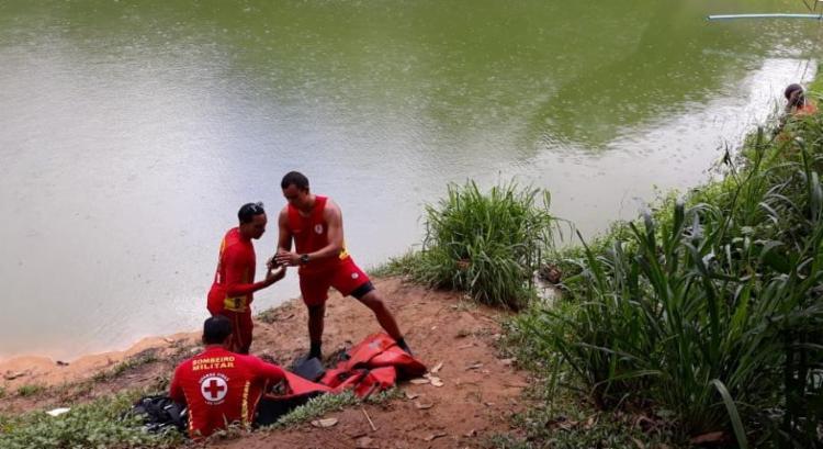 Adolescente de 15 anos foi achado morto na lagoa do bairro de Canabrava - Foto: GMAR
