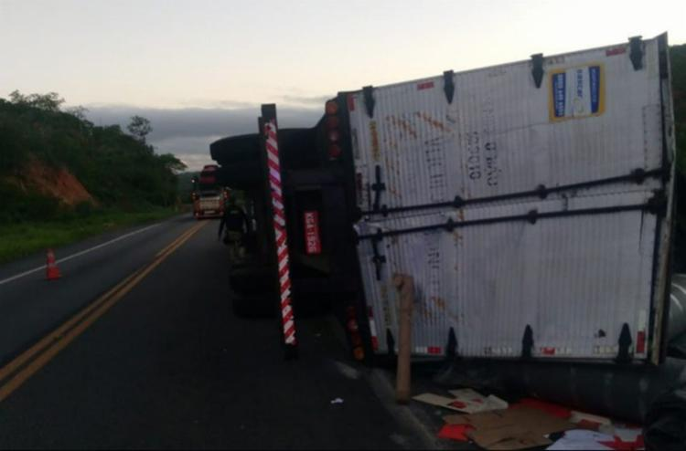 O acidente aconteceu na madrugada desta terça, 18, no km 719, da BR-116, em Manoel Vitorino (a 402 quilômetros de Salvador) - Foto: Reprodução | blog Marcos Frahm