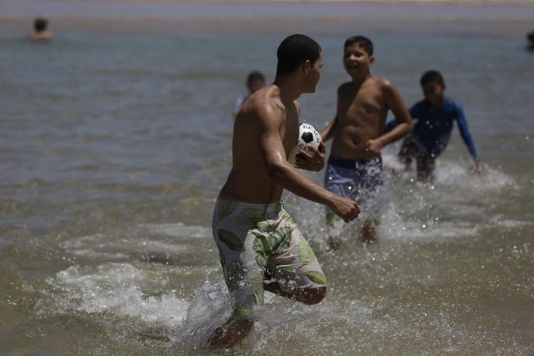 Em Praia do Flamengo, há barracas que cobram uma consumação mínima de R$ 700 e R$ 800
