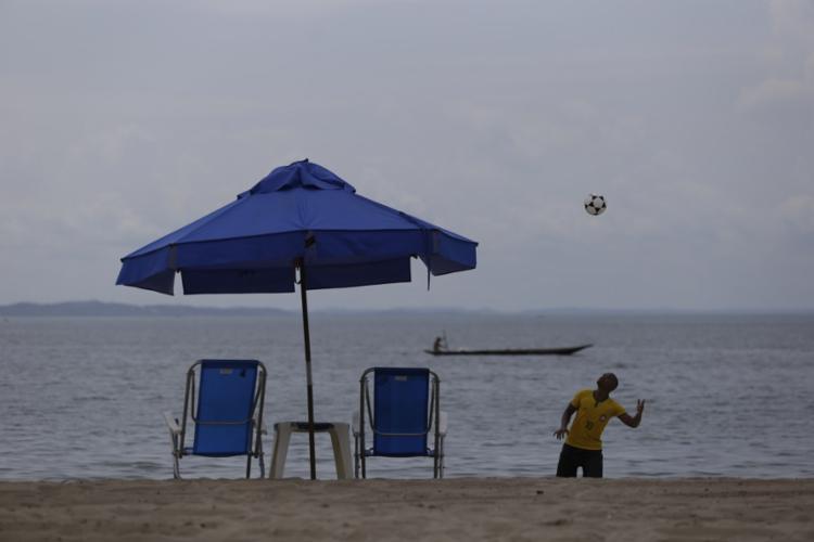 As praias da Ribeira têm mais movimento na segunda-feira, dia de cozido