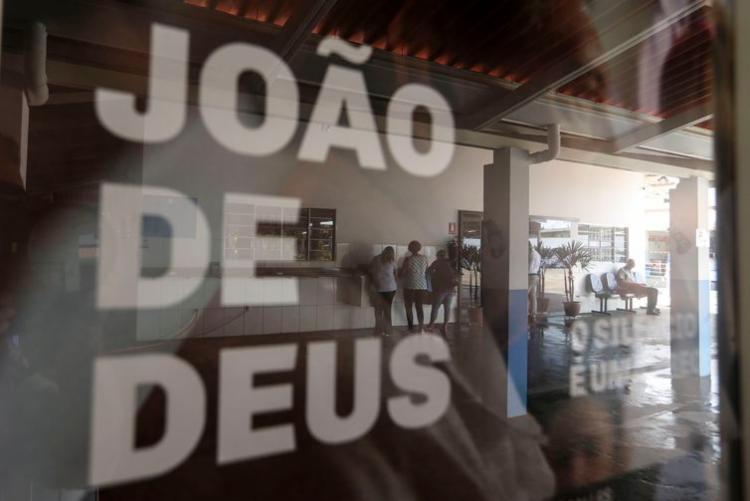 Movimentação na Casa de Dom Inácio, onde o médium realiza atendimentos e cirurgias espirituais - Foto: Marcelo Camargo | Agência Brasil