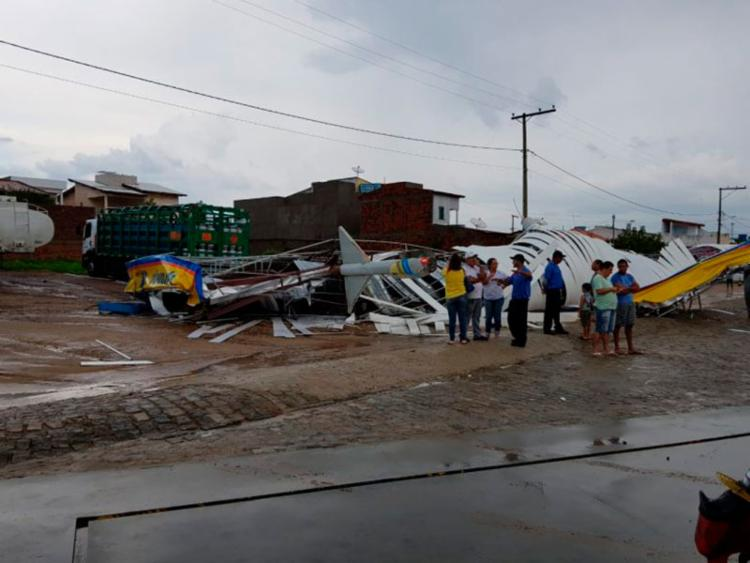 O estabelecimento que teve a cobertura destruída fica localizado na avenida César Borges - Foto: Reprodução | Jequié Urgente