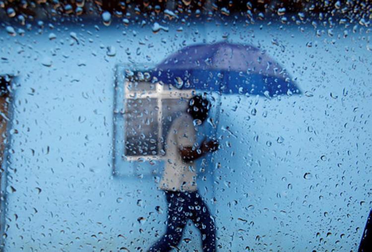 Chuva é ocasionado por ventos úmidos oriundos do Oceano Atlântico - Foto: Raul Spinassé   Ag. A TARDE