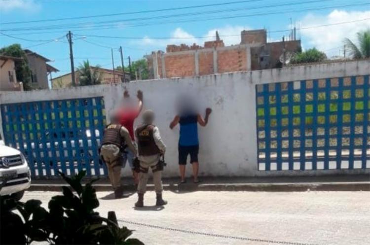 Dois homens, que estavam no hospital onde o cigano foi atendido, foram revistados pela polícia - Foto: Radar 64