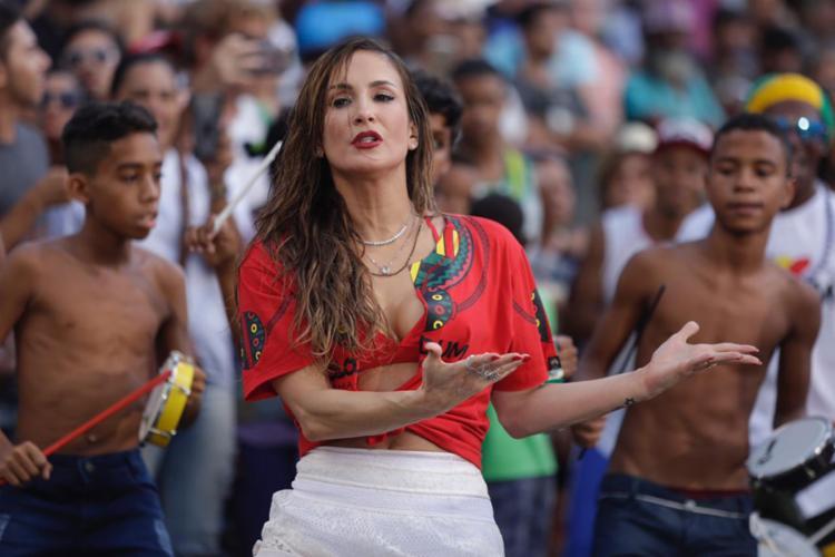 Claudia Leitte passou esta terça-feira gravando no Pelourinho, bairro histórico de Salvador