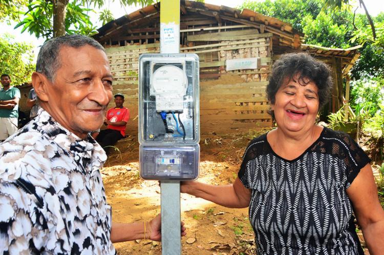 Moradores do povoado comemoram chegada da energia elétrica - Foto: Divulgação | Coelba