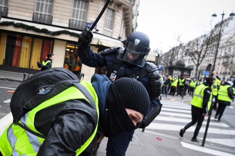 Mais de 480 pessoas foram detidas durante os protestos em Paris - Foto: Alain Jocard l AFP