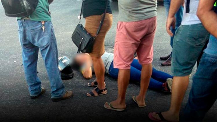 O motorista do veículo fugiu do local sem prestar socorro a vítima após colidir na traseira da moto - Foto: Reprodução | blog do Marcelo