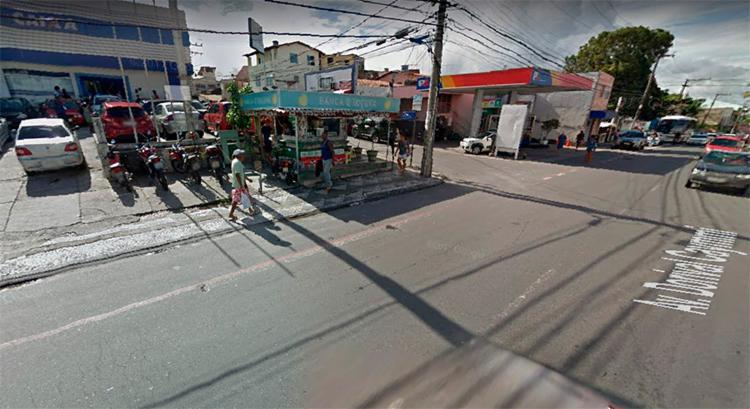 O acidente aconteceu na avenida Dorival Caimmy, no bairro de Itapuã proximidades da Caixa Econômica, sentido Aeroporto. - Foto: Reprodução | Google Maps