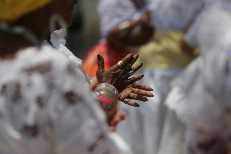 As baianas do acarajé são as responsáveis pelo inconfundível cheiro do bolinho de massa de feijão-fradinho, frito e crocante, banhado em azeite de dendê - Foto: Joá Souza | Ag. A TARDE
