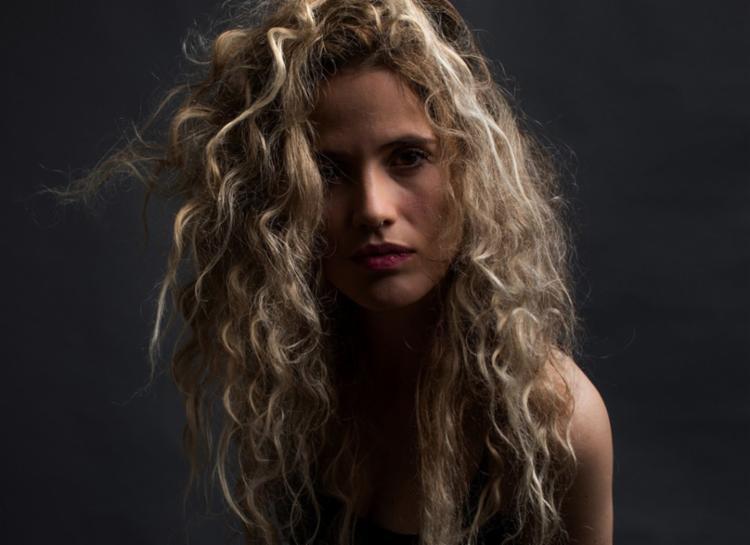 """Com o show """"Voz e Violões"""", Ana subirá ao palco acompanhada dos músicos Thiago Barromeo e Estevan Sinkovitz - Foto: Divulgação"""