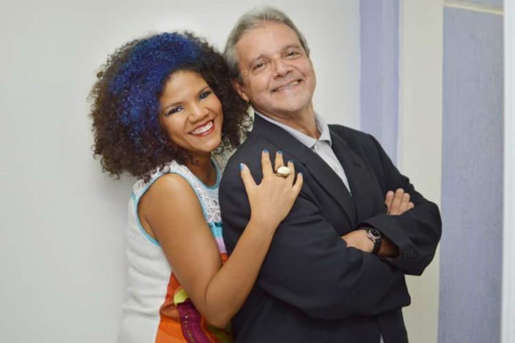 O concerto, é uma homenagem ao compositor Ary Barroso, e mostrará pela primeira vez a cantora Juliana Ribeiro em um formato voz, piano e percussão - Foto: Divulgação