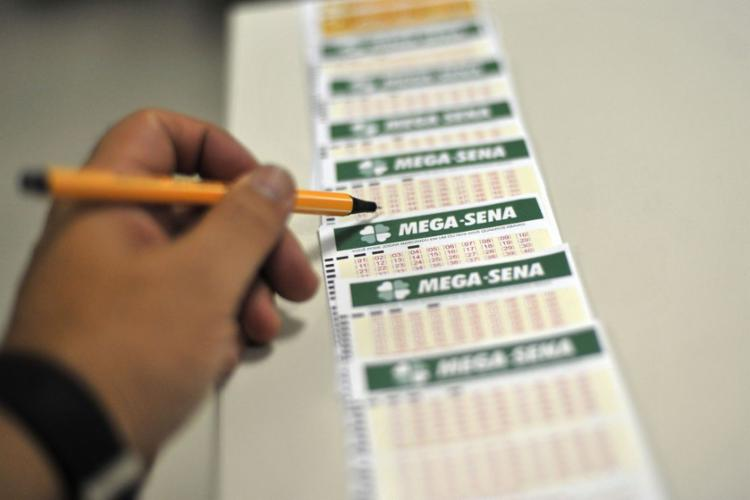 A probabilidade de acerto da aposta simples de seis números é de uma em 50 milhões - Foto: Marcello Casal Jr   Agência Brasil