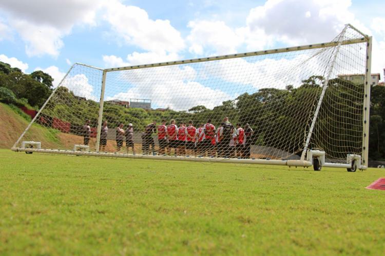 Conforme outra fonte também ligada ao clube, nem a primeira parcela do 13º de alguns jogadores foi paga - Foto: Moysés Suzart | EC Vitória