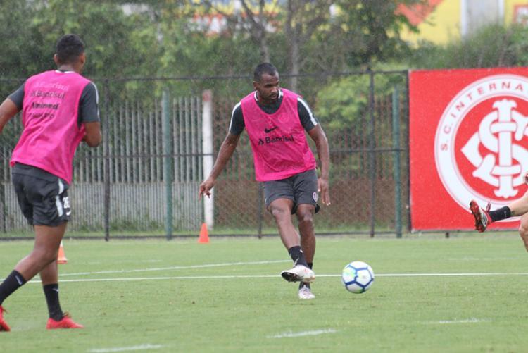 Thales passou pelo futebol baiano em 2015 - Foto: Eduardo Deconto