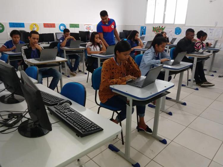 O projeto faz uso de chromebooks e aplicativos do G-Suites para aprimorar o processo de ensino e aprendizagem - Foto: Divuldalção