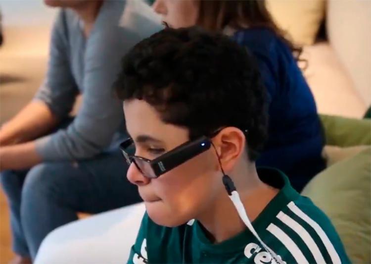 Nickollas emocionou os amantes do futebol em 2018 ao aparecer na arquibancada ao lado da sua mãe, que narrava o jogo - Foto: Reprodução | Twitter
