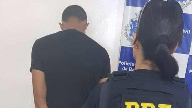 O suspeito de 26 anos foi detido e encaminhado a Delegacia de Polícia Civil de Vitória da Conquista - Foto: Divulgação   PRF