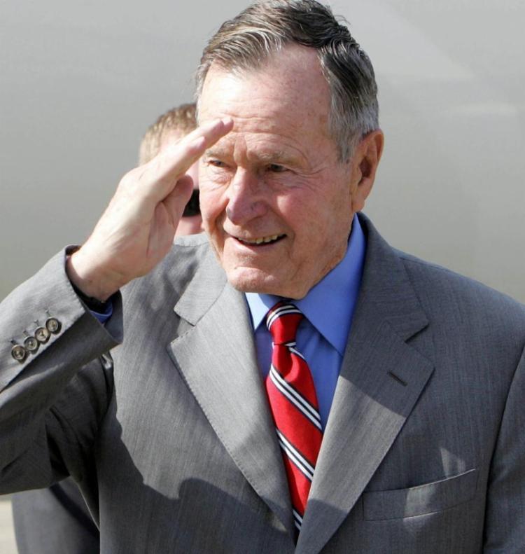 O ex-presidente dos Estados Unidos, George H. W. Bush, pai de George W. Bush, morreu nesta sexta-feira, 30, aos 94 anos - Foto: PORNCHAI KITTIWONGSAKUL / POOL / AFP