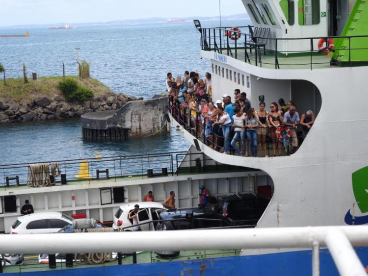 Motoristas enfrentam fila para acessar Terminal Bom Despacho - Foto: Xando Pereira | Ag. A TARDE