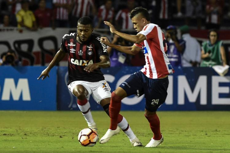 No confronto de ida, o time rubro-negro suportou a pressão do adversário no Estádio Metropolitano Roberto Meléndez, em Barranquilla, e arrancou o empate por 1 a 1 - Foto: Joaquin Sarmiento | AFP