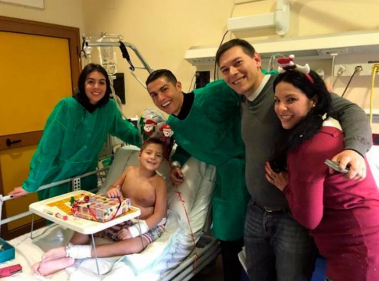 Astro da Juventus foi ao hospital Regina Margherita em uma visita surpresa - Foto: Reprodução