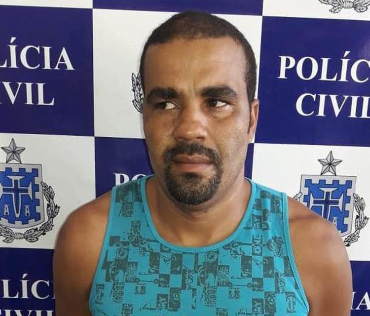 Gilvan Cerqueira Santos se entregou no Núcleo de Proteção à Mulher, da 4ª Coordenadoria Regional de Polícia do Interior (Coorpin) - Foto: Divulgação l Polícia Civil