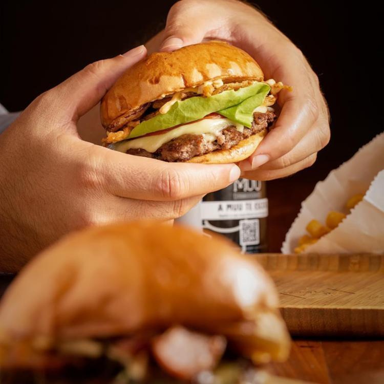O hambúrguer deixou o espírito de podrão de lado e ganhou ares mais sofisticados - Foto: Reprodução
