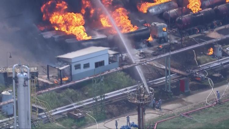 Segundo o Corpo de Bombeiros, o fogo começou às 13h40 - Foto: Reprodução   TV Globo